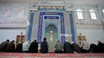 Gebet in der Eyüp-Sultan-Moschee in Nürnberg; Foto: Daniel Karmann/dpa