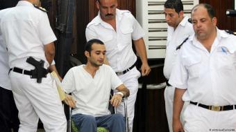 Der ägyptische Demokratieaktivist Ahmed Duma vor einem Gericht in Kairo im Jahr 2015; Foto: picture-alliance/AA