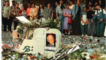 Trauernde Israelis Yitzhak Rabin (Sven Nackstrand/picture-alliance/dpa)