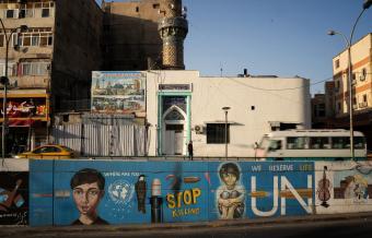 Wandmalereien der Demonstrierenden nahe dem Bagdader Tahrir-Platz; Foto: Andrea Backhaus