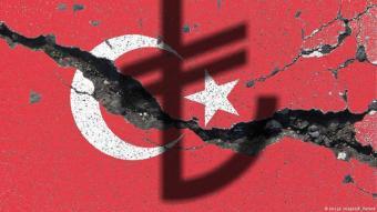 Die türkische Lira befindet sich im Sinkflug, die Arbeitslosigkeit auf Rekordhoch, die Lösungsansätze der türkischen Regierung, sowohl in der Wirtschafts- als auch in der Geldpolitik, laufen ins Leere.