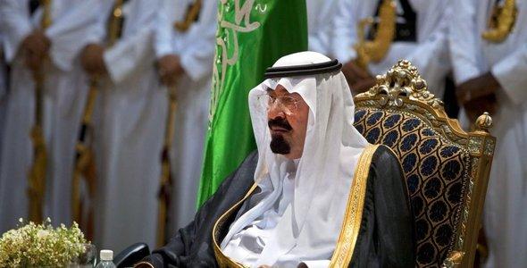 In Saudi-Arabien ist das Verschleiern von Frauen in der Öffentlichkeit Pflicht. Dies geschieht in der Regel mit einer Abaya oder einem Hidschab. Erst im März verkündete der saudi-arabische Kronprinz Mohammed bin Salman, dass künftig Frauen nicht zum Tragen einer Abaya in der Öffentlichkeit in Saudi-Arabien verpflichtet seien.
