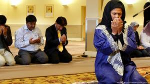 Professor Amina Wadud leitet ein Freitagsgebet in Oxford, England, am 17. Otober 2008; Foto: Kirsty Wigglesworth/AP/picture-alliance